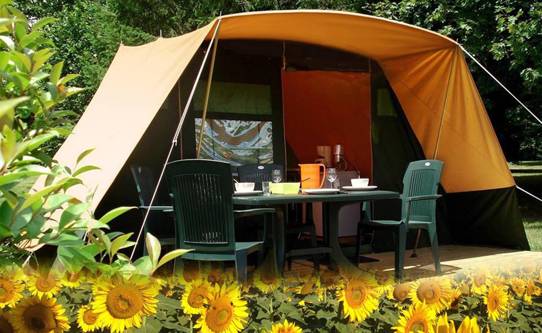 Tent terras tbv site frontpage met zonnebloemen actif en creuse